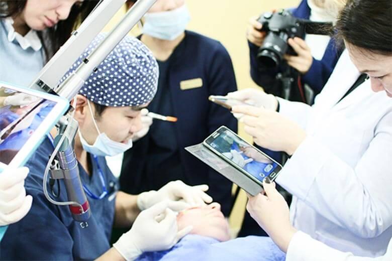 Bác sĩ tiến hành nâng mũi S line