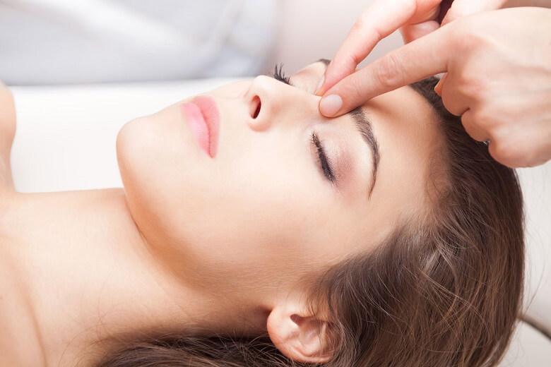 Massage thu nhỏ đầu mũi là phương pháp được nhiều cô nàng tin tưởng