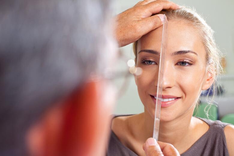 Kiểm tra hình dáng mũi trước phẫu thuật