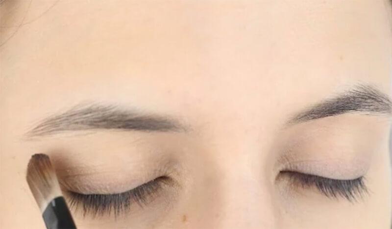 Đừng trang điểm mắt quá đậm